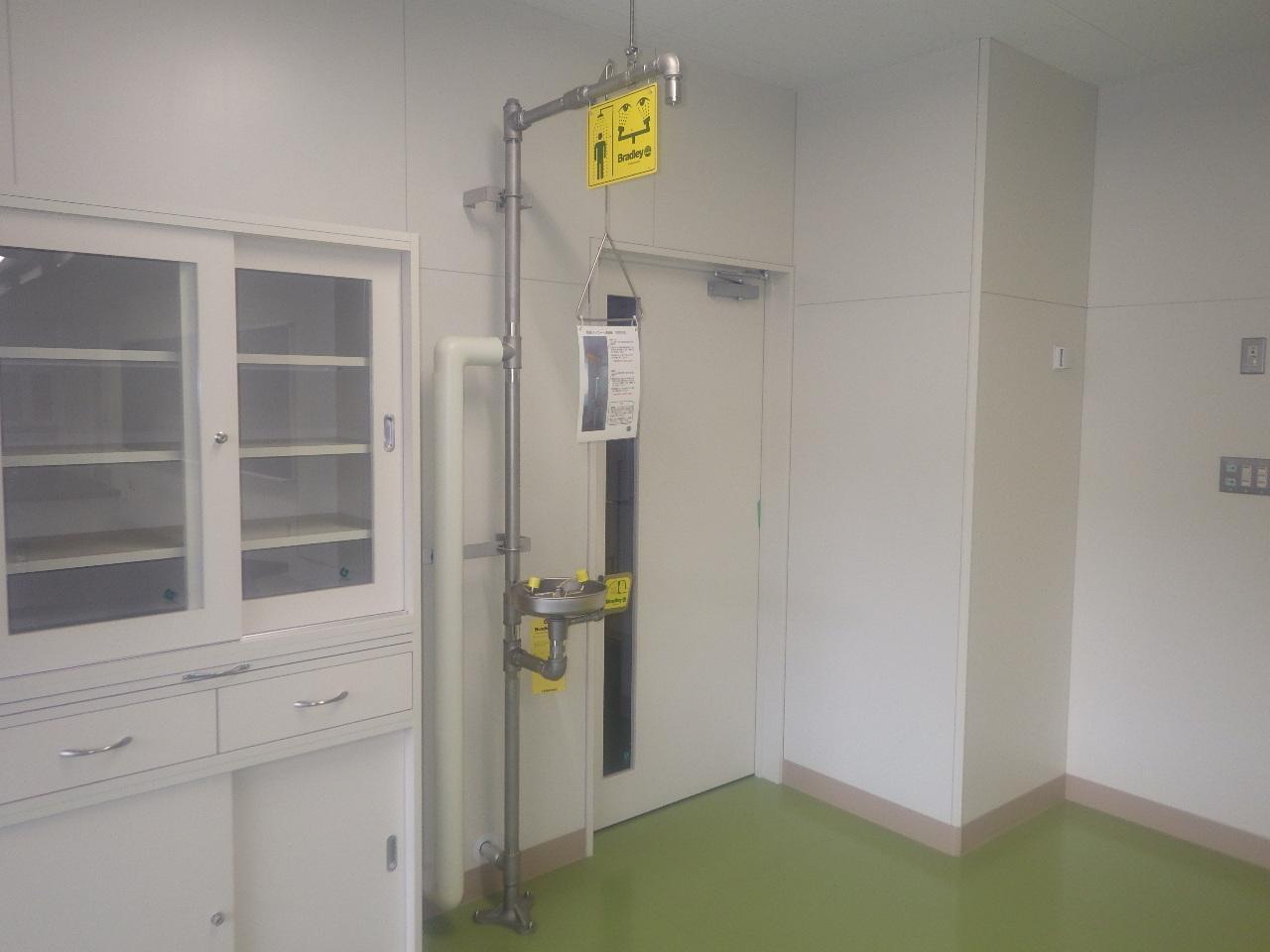 実験室用緊急シャワー